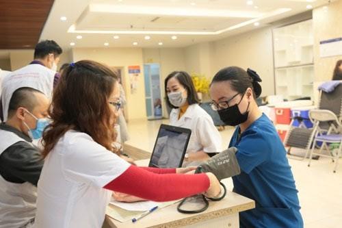Hơn 200 y bác sĩ BVTM Kangnam tham gia ngày hội hiến máu ảnh 3
