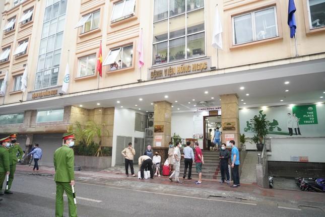 Bệnh viện Hồng Ngọc kết thúc cách ly, chính thức mở cửa trở lại từ ngày 18/03 ảnh 1