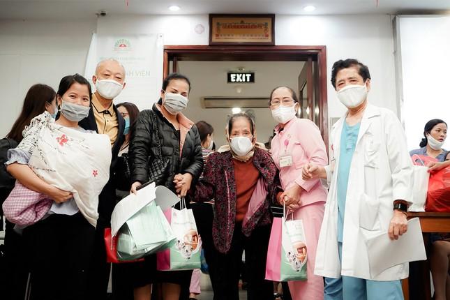 Bệnh viện Hồng Ngọc kết thúc cách ly, chính thức mở cửa trở lại từ ngày 18/03 ảnh 2