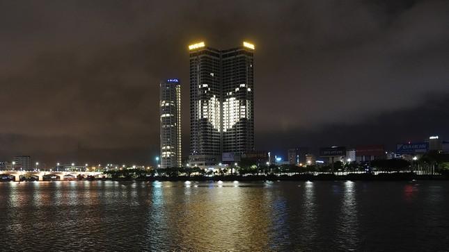 Vinpearl thắp sáng biểu tượng trái tim tri ân y bác sĩ và lan tỏa yêu thương ảnh 11
