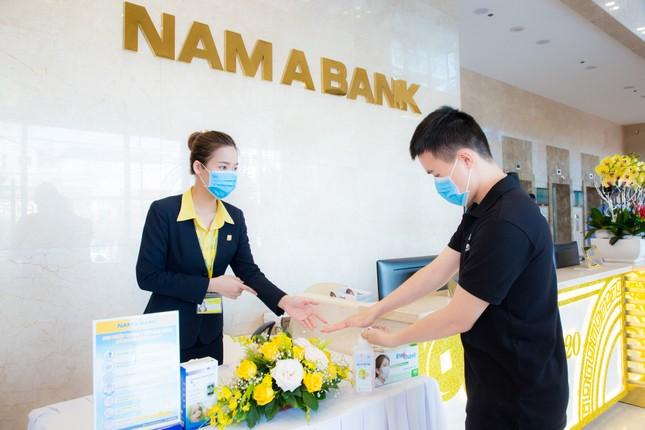 Nam A Bank tặng bảo hiểm sức khỏe Covid-19 cho cán bộ nhân viên ảnh 2