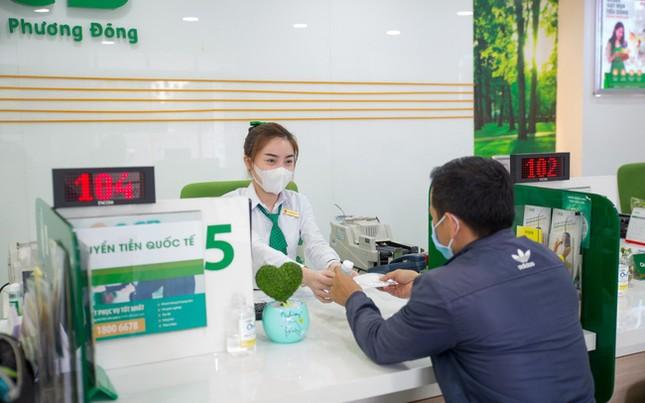 OCB tặng hàng nghìn khẩu trang, gel rửa tay cho khách hàng ảnh 1