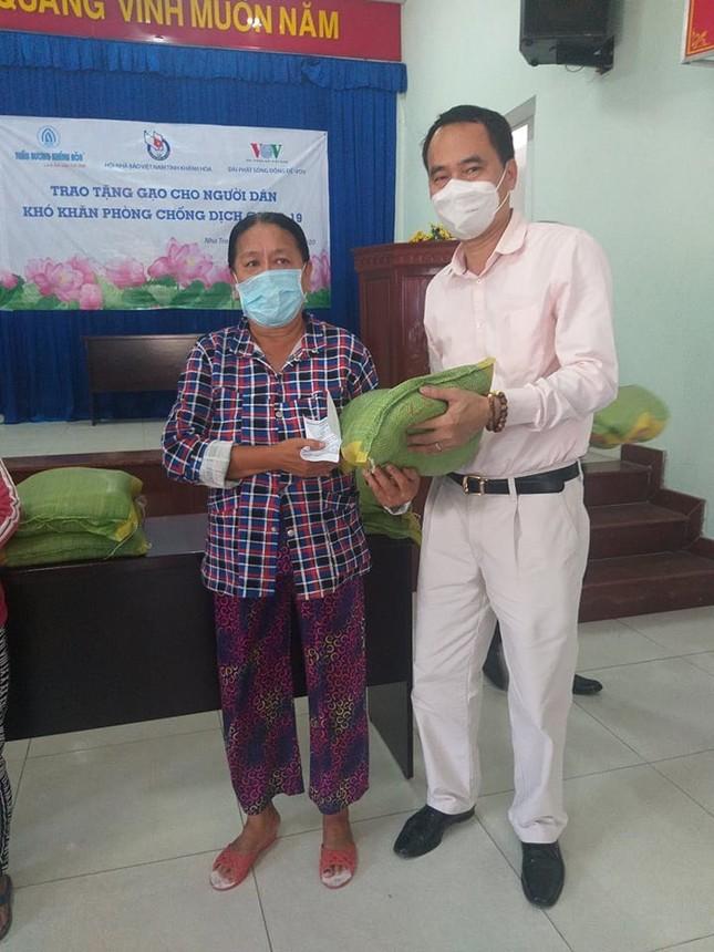 Cty Trầm hương Khánh Hòa trao 10 tấn gạo giúp đồng bào khó khăn do đại dịch COVID-19 ảnh 1