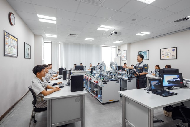 Vinfast hợp tác đào tạo cao đẳng chuyên ngành cơ điện tử và kỹ thuật ô tô ảnh 1