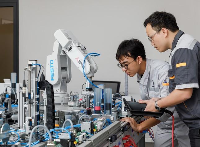 Vinfast hợp tác đào tạo cao đẳng chuyên ngành cơ điện tử và kỹ thuật ô tô ảnh 2