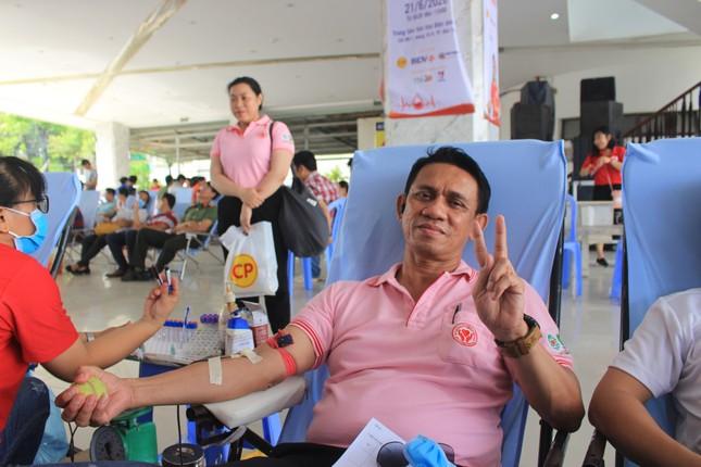 Đông đảo công nhân viên trao giọt máu hồng tại ngày hội 'giọt máu nghĩa tình' ảnh 2