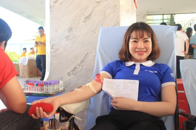 Đông đảo công nhân viên trao giọt máu hồng tại ngày hội 'giọt máu nghĩa tình' ảnh 3
