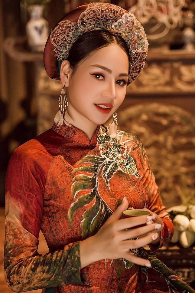 Diễn viên Phạm Hương nền nã trong bộ ảnh áo dài mới ảnh 5