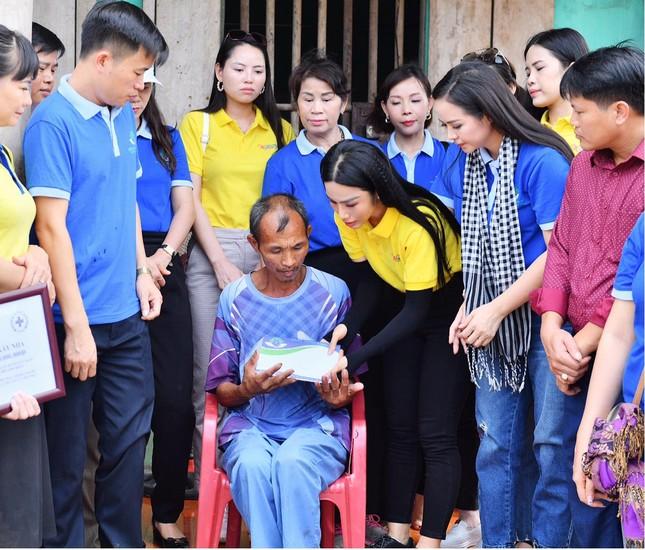Nữ Doanh Nhân Vũ Phương Thuý giản dị đi khởi công xây dựng nhà nhân đạo ảnh 2