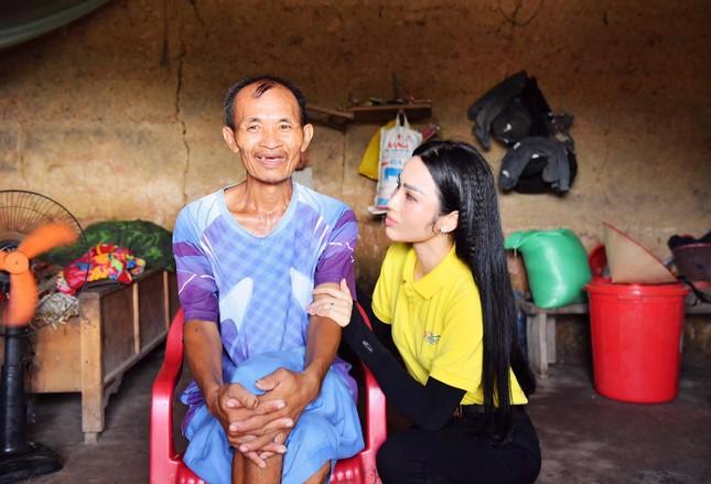 Nữ Doanh Nhân Vũ Phương Thuý giản dị đi khởi công xây dựng nhà nhân đạo ảnh 3
