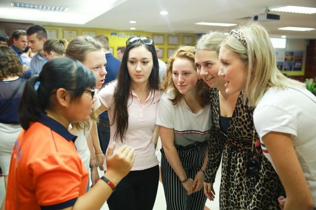 Rộng cơ hội chuyển tiếp nước ngoài với chương trình Đại học bằng tiếng Anh tại HUTECH ảnh 2