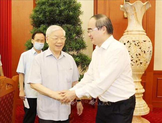 Bộ Chính trị làm việc với Ban Thường vụ Thành ủy TPHCM ảnh 1