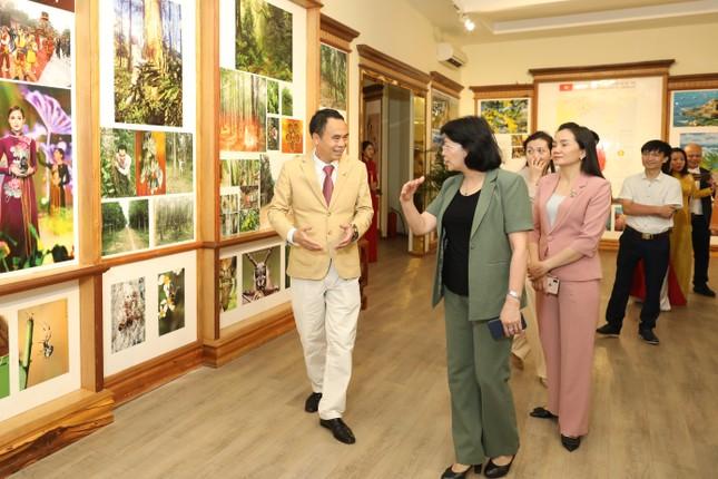 Phó Chủ tịch nước Đặng Thị Ngọc Thịnh thăm công ty Trầm hương Khánh Hòa ảnh 2