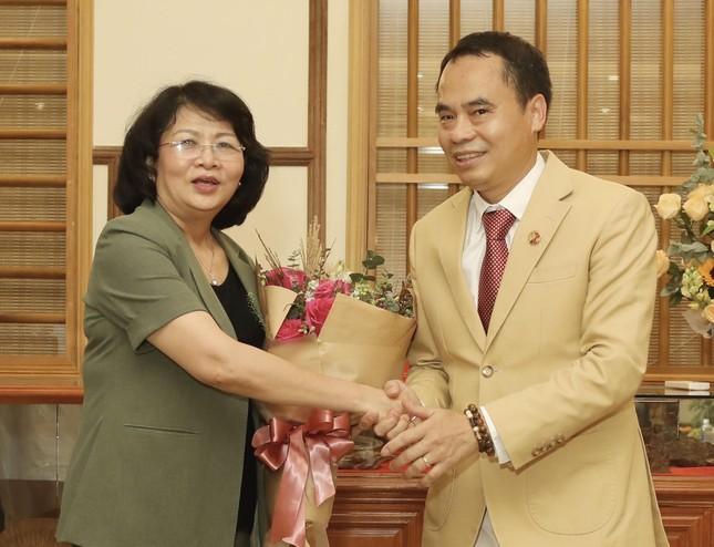 Phó Chủ tịch nước Đặng Thị Ngọc Thịnh thăm công ty Trầm hương Khánh Hòa ảnh 1