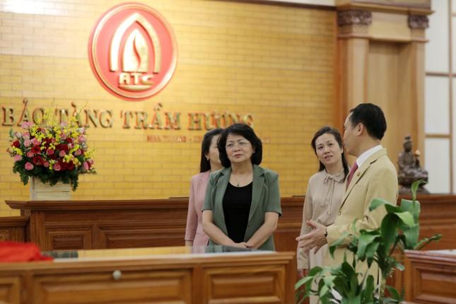 Phó Chủ tịch nước Đặng Thị Ngọc Thịnh thăm công ty Trầm hương Khánh Hòa ảnh 4