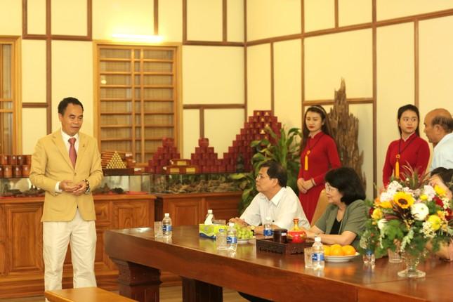 Phó Chủ tịch nước Đặng Thị Ngọc Thịnh thăm công ty Trầm hương Khánh Hòa ảnh 3