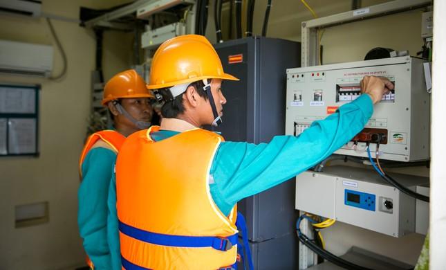 Khách hàng của Viettel được đảm bảo cao nhất thông tin liên lạc trong bão số 5 ảnh 2