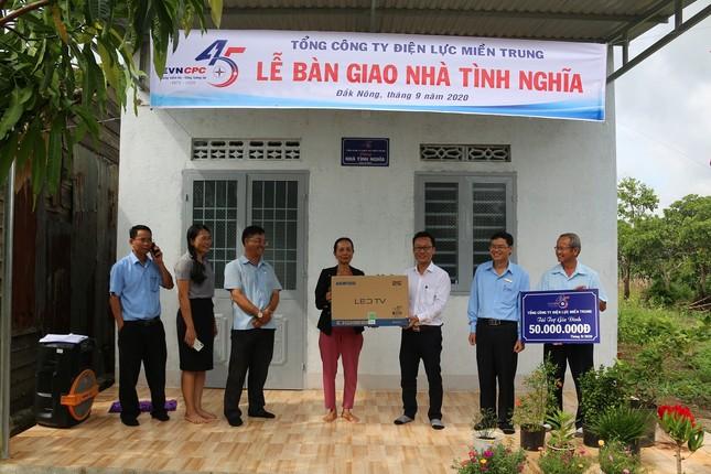 Công ty Điện lực Đắk Nông tặng nhà tình nghĩa cho các hộ nghèo ảnh 1