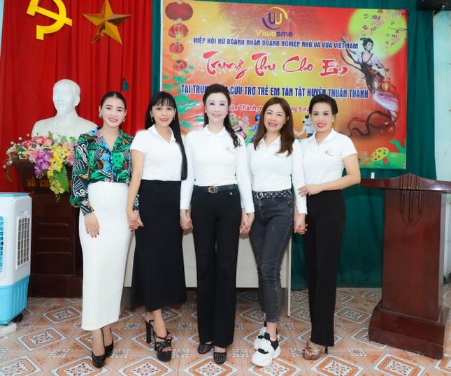 Hiệp hội nữ doanh nhân doanh nghiệp nhỏ & vừa tổ chức chương trình Trung thu cho em ảnh 1