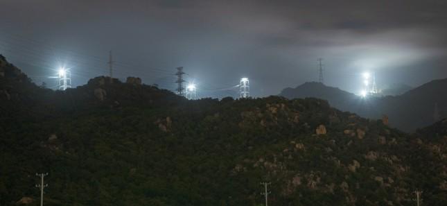 Trungnam Group thắp đèn kéo điện qua núi ảnh 3