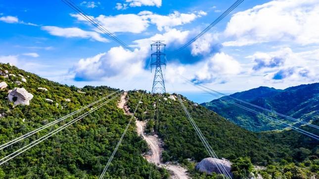 Trungnam Group thắp đèn kéo điện qua núi ảnh 4