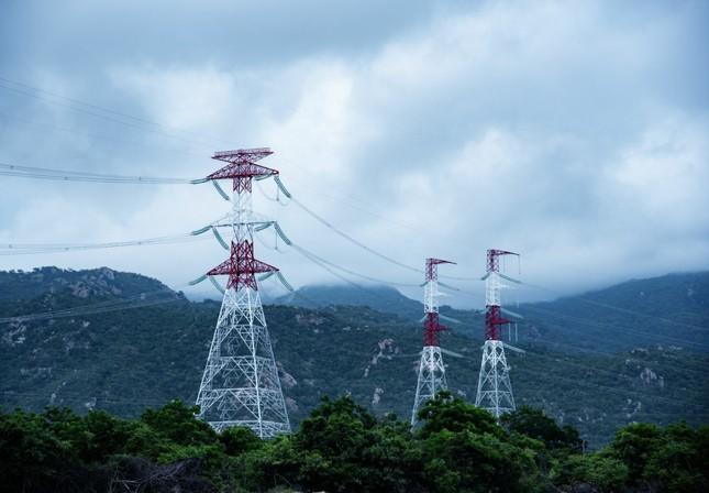 Trungnam Group thắp đèn kéo điện qua núi ảnh 2