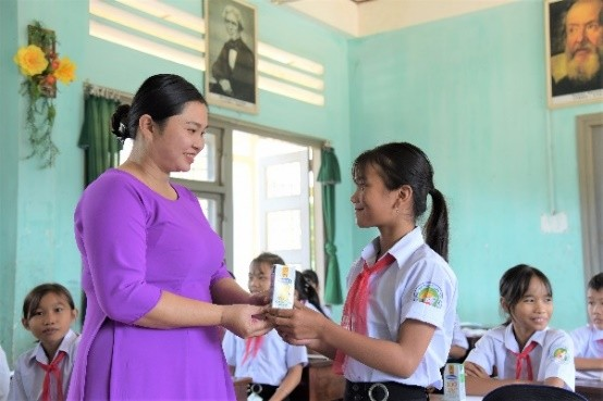 Quỹ sữa vươn cao Việt Nam và Vinamilk trao tặng 83.400 ly sữa cho trẻ em khó khăn Phú Yên ảnh 4