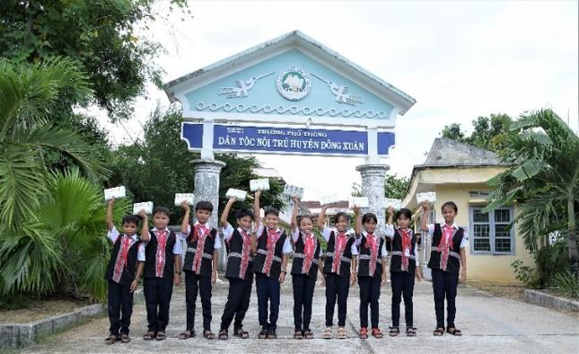 Quỹ sữa vươn cao Việt Nam và Vinamilk trao tặng 83.400 ly sữa cho trẻ em khó khăn Phú Yên ảnh 6