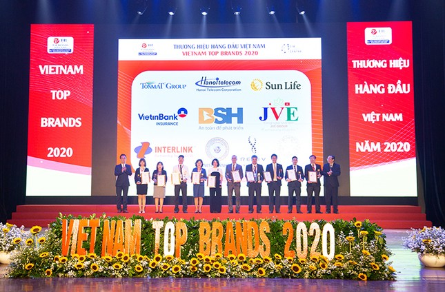Sun Life Việt Nam đạt danh hiệu Top 10 Thương hiệu hàng đầu Việt Nam 2020 ảnh 1