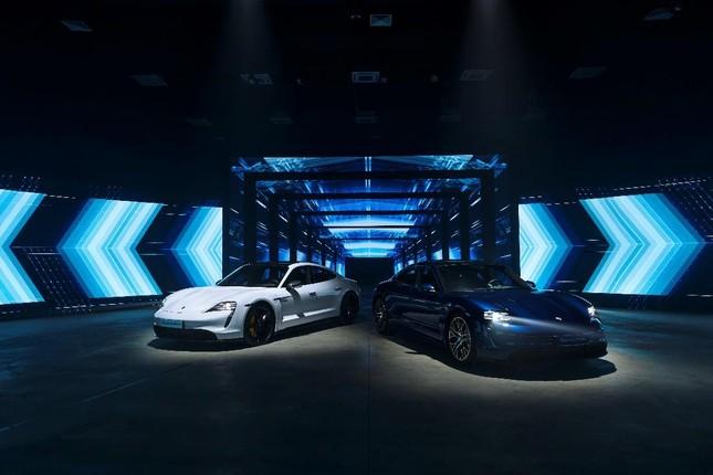 Porsche chính thức ra mắt dòng xe thể thao thuần điện cao cấp Taycan tại Việt Nam ảnh 1