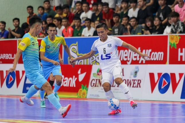 Thắng tuyệt đối Sanvinest Sanna Khánh Hòa, Thái Sơn Nam vô địch trước 3 vòng đấu ảnh 1