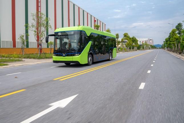 Vingroup chính thức chạy thử nghiệm xe buýt điện VinFast ảnh 1