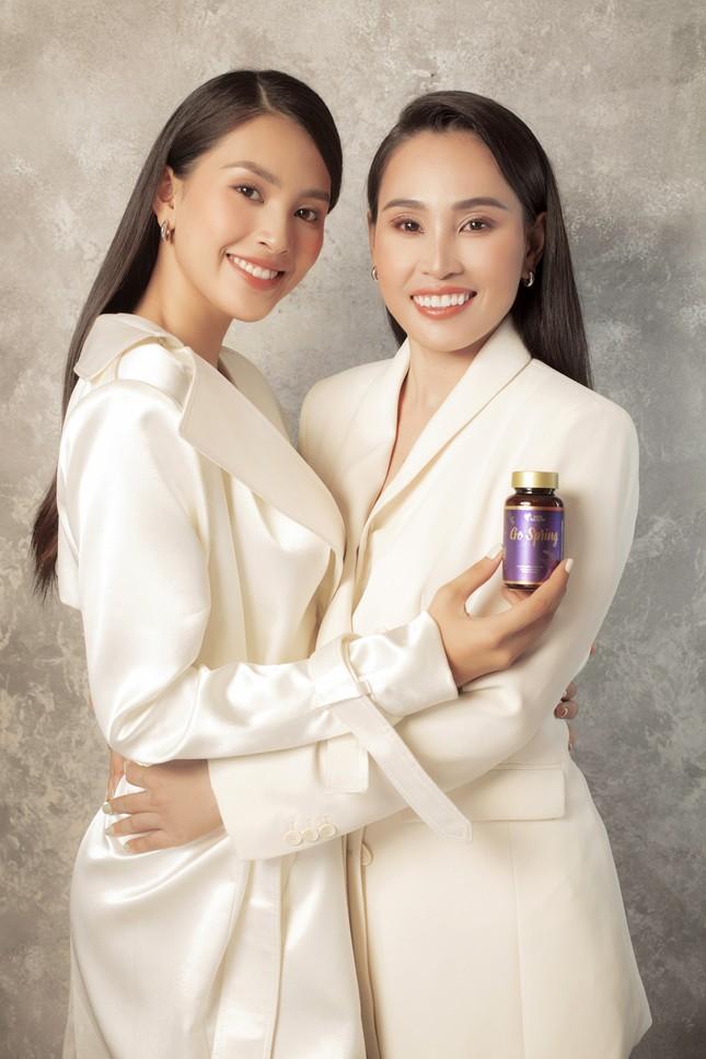 Hoa hậu Tiểu Vy tặng mẹ món quà bất ngờ nhân dịp 20.10 ảnh 3