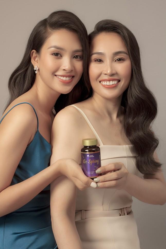Hoa hậu Tiểu Vy tặng mẹ món quà bất ngờ nhân dịp 20.10 ảnh 4