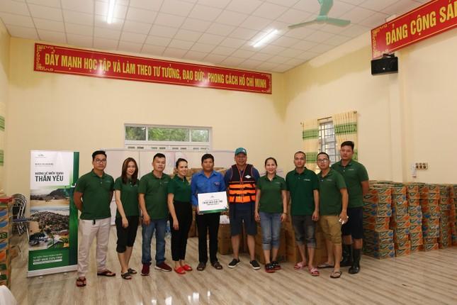 Khóa Huy Hoàng và cộng đồng đại lý trao hàng ngàn suất quà cứu trợ tới đồng bào vùng lũ ảnh 4