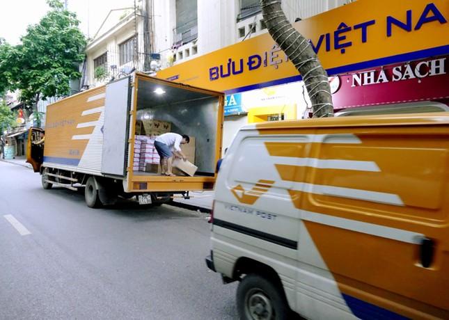 Ấm áp tình người Bưu điện trong bão lũ ảnh 5