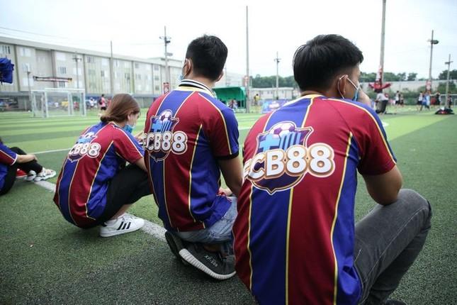 Nhìn lại trận cầu nảy lửa giữa FC Barca và MU Việt Nam ảnh 1