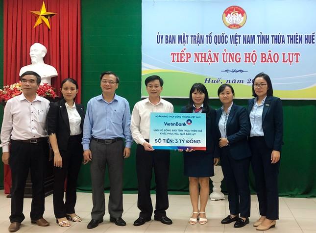 VietinBank dành hơn 15 tỷ đồng hỗ trợ đồng bào miền Trung bị lũ lụt ảnh 1