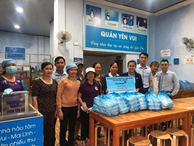 VietinBank dành hơn 15 tỷ đồng hỗ trợ đồng bào miền Trung bị lũ lụt ảnh 2