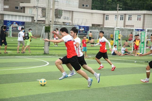 Nhìn lại trận cầu nảy lửa giữa FC Barca và MU Việt Nam ảnh 3