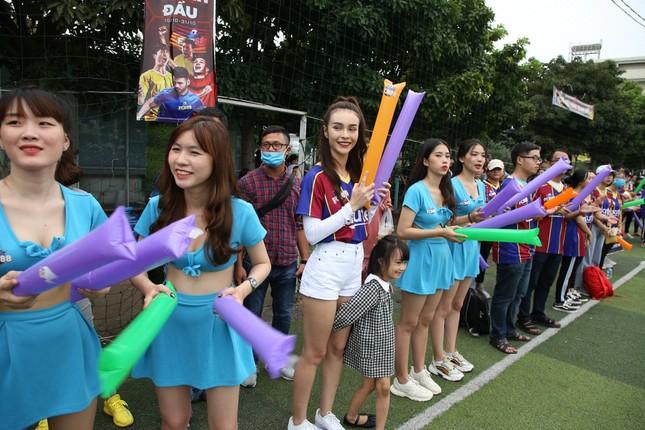 Nhìn lại trận cầu nảy lửa giữa FC Barca và MU Việt Nam ảnh 4