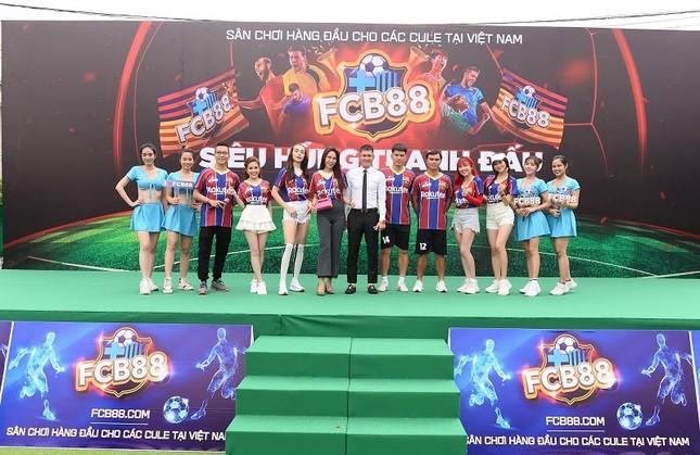 Nhìn lại trận cầu nảy lửa giữa FC Barca và MU Việt Nam ảnh 5