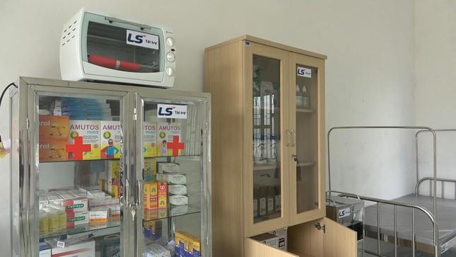 Tập đoàn LS Hàn Quốc tài trợ nâng cấp trang bị đồ dùng, vật phẩm y tế cho phòng y tế học ảnh 1