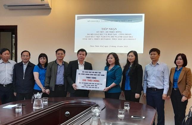 Bộ GD-ĐT hỗ trợ ngành giáo dục Huế khắc phục hậu quả lũ lụt ảnh 1