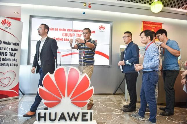 Huawei Việt Nam chung tay ủng hộ đồng bào miền Trung 1 tỷ ảnh 1