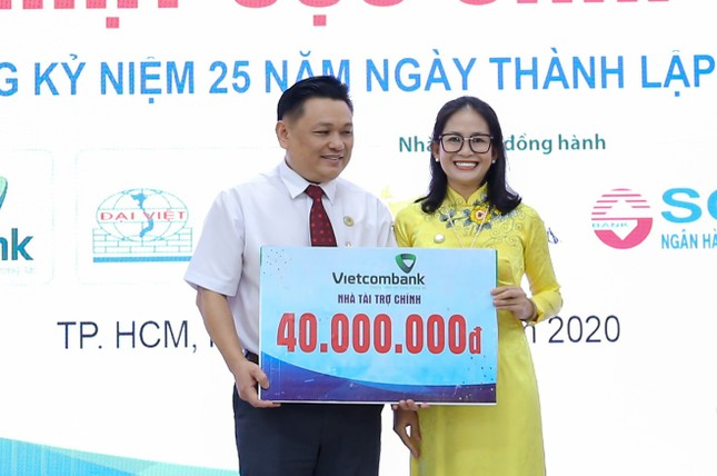 Cựu sinh viên HUTECH tặng hơn 250 triệu cho sinh viên và đồng bào miền Trung ảnh 4