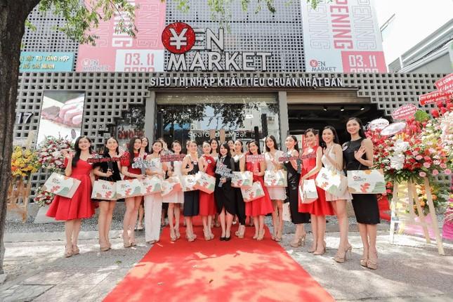 Top 35 hoa hậu Việt Nam 2020 tham dự lễ khai trương Yen Market ảnh 4