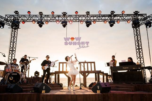 Mãn nhãn bữa tiệc âm nhạc ngắm hoàng hôn đẹp nhất Việt Nam ở Vinpearl Phú Quốc ảnh 2
