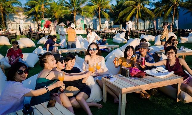 Mãn nhãn bữa tiệc âm nhạc ngắm hoàng hôn đẹp nhất Việt Nam ở Vinpearl Phú Quốc ảnh 5