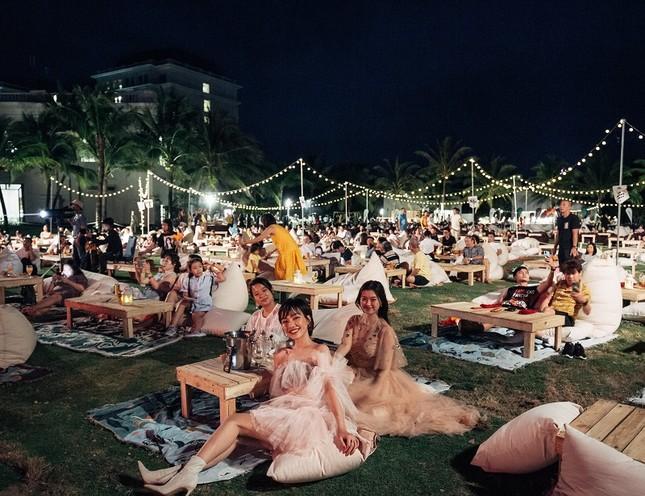 Mãn nhãn bữa tiệc âm nhạc ngắm hoàng hôn đẹp nhất Việt Nam ở Vinpearl Phú Quốc ảnh 6